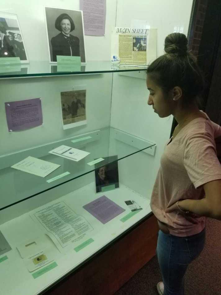 display case Juliana Alves